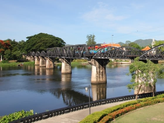 Hoogtepunt: Kanchanaburi, Bridge over River Kwai en Hellfire Memorial Pass