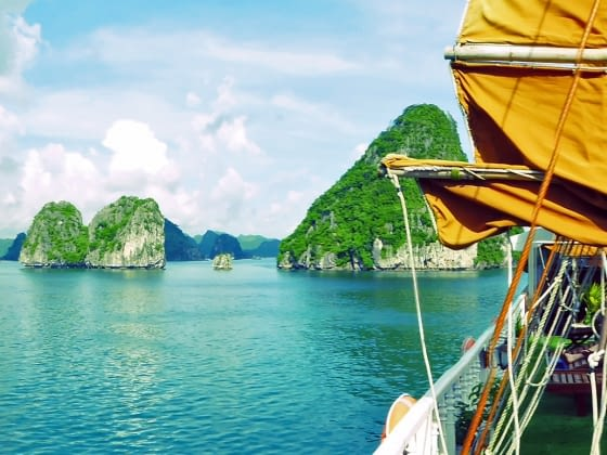Varen door Halong Bay